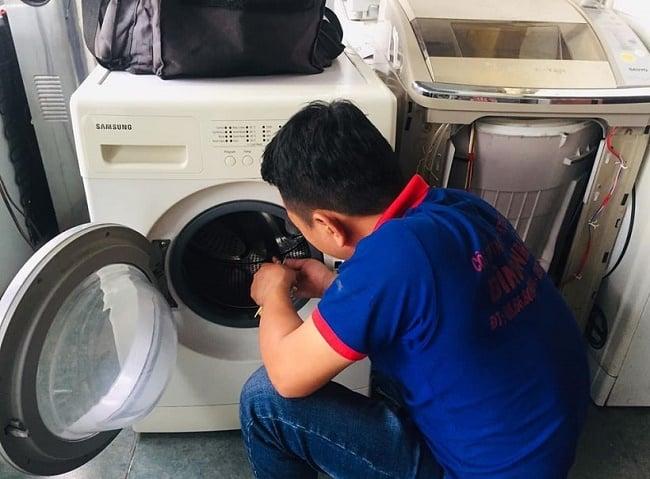 Dịch vụ vệ sinh máy lạnh uy tín quận 4-Đình Nhật